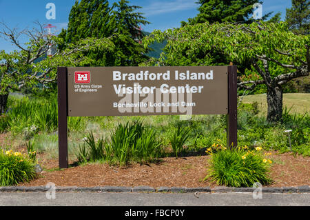 Visitor sign at the Bradford Island Visitor Center, Bonneville Lock and Dam.  Cascade Locks, Oregon, USA - Stock Photo