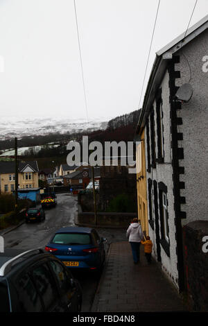 Nant y Moel, Mid Glamorgan, South Wales. 15th January 2016: A mother walks with her son to school in the village - Stock Photo