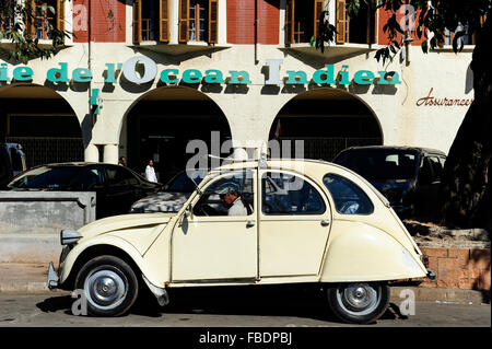 MADAGASCAR Antananarivo, old french car Citroen 2CV 'duck' as Taxi - Stock Photo