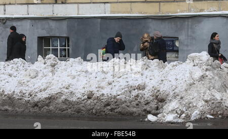 Moscow, Russia. 14th Jan, 2016. People walk in Barrikadnaya Street. © Vyacheslav Prokofyev/TASS/Alamy Live News - Stock Photo