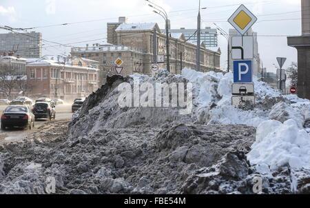 Moscow, Russia. 14th Jan, 2016. Snow drifts in Kudrinskaya Square. © Vyacheslav Prokofyev/TASS/Alamy Live News - Stock Photo