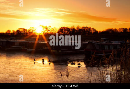 Sunrise over St. Mary's Marina, Rufford, Lancashire, UK. 16th Jan 2016. UK Weather forecast continues to be cold - Stock Photo