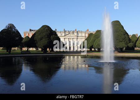 Hampton Court, London, UK. 16th January 2016. The formal gardens at Hampton Court Palace are accessible for free - Stock Photo