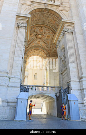 Papal Swiss guards outside St Peter's Basilica, Vatican City, Rome, Italy. - Stock Photo
