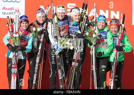 (160118) -- PLANICA, Jan. 18, 2016 (Xinhua) -- (L-R)Second placed Heidi Weng and Astrid Uhrenholdt of Norway, winners - Stock Photo