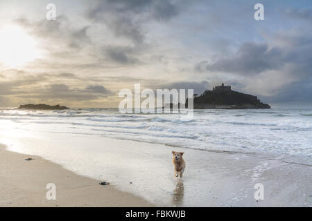 Marazion, Cornwall, UK. 18th January 2016. UK Weather. Mild with sunny intervals over Mounts Bay Cornwall. The area - Stock Photo