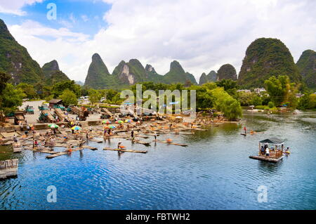 Bamboo rafting in Yangshuo li river - Stock Photo