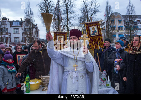 Schwerin, Germany. 19th Jan, 2016. Russian Orthodox Priest Dionisi Idavain blesses members of his community, on - Stock Photo