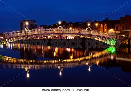 Ha'penny bridge in Dublin at night. Ireland - Stock Photo
