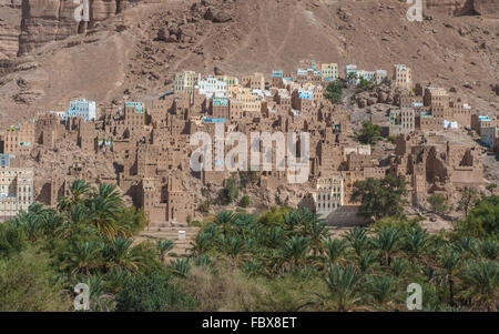 Mud town in Wadi Doan, Hadramaut province, Yemen - Stock Photo