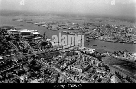 AJAXNETPHOTO. JUNE 1979. SOUTHAMPTON, ENGLAND. - ITCHEN RIVER BRIDGE VIEW - LOOKING ACROSS THE ITCHEN RVER TOWARD - Stock Photo