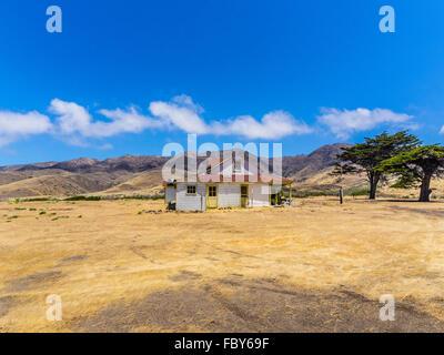 Main ranch house santa cruz island channel islands for Piani casa ranch california