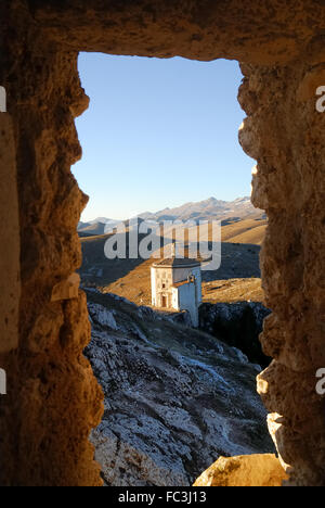 Rocca Calascio is a mountaintop fortress or rocca in the Province of L'Aquila in Abruzzo, Italy. At an elevation - Stock Photo