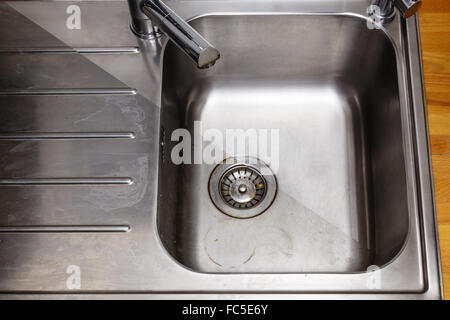 Home cleaning washing kitchen sinks, robot works Stock Vector Art ...