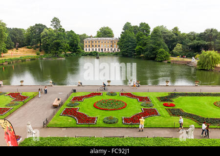 Museum no 1, The Pond and bedding plants in the parterre garden at Kew Gardens Royal Botanical Gardens London England - Stock Photo