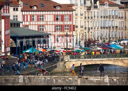 Market day in Bayonne city (Bayonne Pyrénées Atlantiques Aquitaine France Europe). - Stock Photo