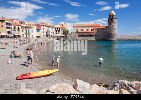 Old town an beach, fortress church Notre Dame des Anges, Collioure, Pyrenees-Orientales, Languedoc-Roussillon, France - Stock Photo