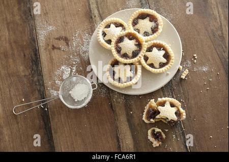 Decorative freshly baked Christmas mince pies - Stock Photo