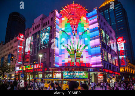 China, Shanghai, Sendnes Shopping Center in busy Nanjing Road pedestrian zone, one of the world's busiest shopping - Stock Photo