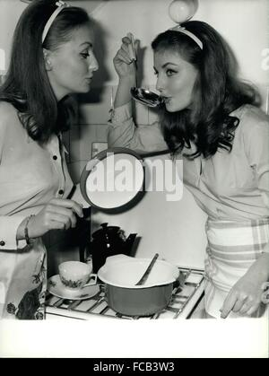 1979 - Mia and Pia Gemberg the most famous twins in Rome: The German twins Mia and Pia Gemberg who live in Rome - Stock Photo