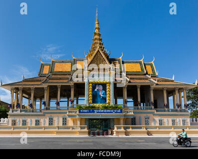 Preah Thineang Chan Chhaya, Moonlight Pavilion at Preah Sothearos Boulevard with portrait of King Norodom Sihanouk, - Stock Photo