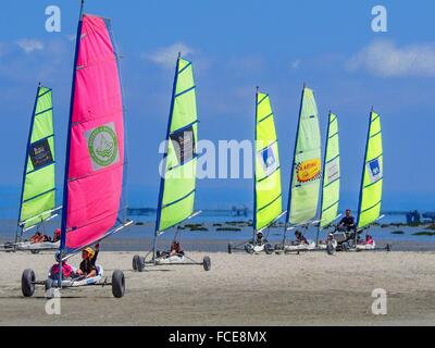 France- Brittany-Ille et Vilaine-Cancale: wind sport on the beach..Cancale (Breton: Kankaven; Gallo: Cauncall) is - Stock Photo