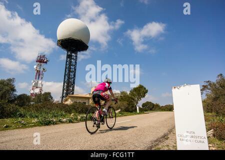 ciclistas en la cima de la montaña de Randa, Algaida, Mallorca, balearic islands, spain, europe. - Stock Photo
