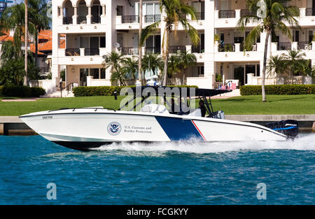 """US Customs and Border Protection Marine unit operating a 1200HP 39' Midnight Express Boat, the """"the most powerful - Stock Photo"""