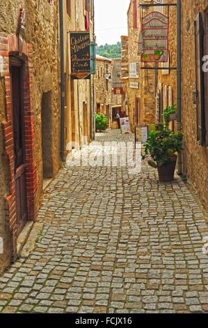 Rue des Martyrs, Minerve, Herault Department, Languedoc-Roussillon, France. - Stock Photo