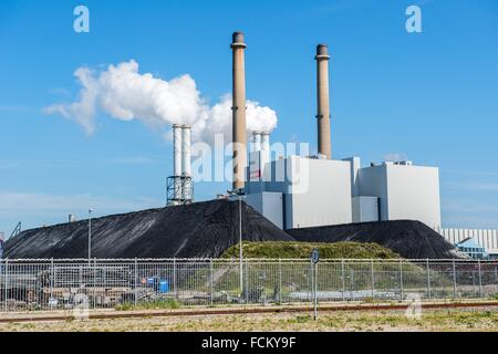 Maasvlakte, Rotterdam, Netherlands. The newly build and coal fired E.ON power plant, producing electricity on the - Stock Photo