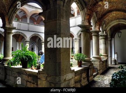 Claustro del convento de la madre de Dios en Coria. Cáceres. Extremadura. España - Stock Photo