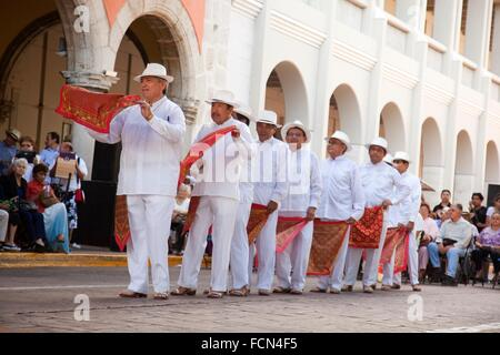 Elderly male Mexican dancers on the weekly sunday morning show, Merida, Yucatan, Mexico, North America. - Stock Photo