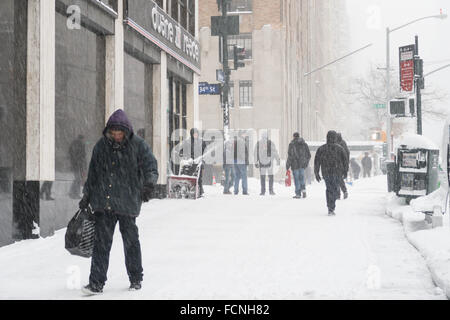 New York City, USA. 23 January 2016. Blizzard shuts down NYC. Streets and sidewalks are nearly impassable. Credit: - Stock Photo