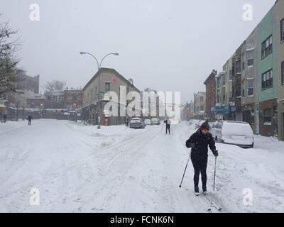 New York, USA. 23rd Jan, 2016. snow storm in greenpoint, brooklyn 1.23.16  Credit:  Jen Lombardo/Alamy Live News - Stock Photo