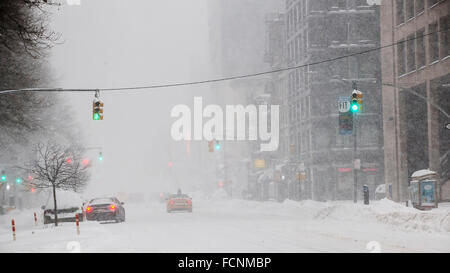 New York, USA. 23rd Jan, 2016. Traffic, or lack of, on Eighth Avenue in Chelsea in New York during Winter Storm - Stock Photo