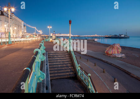 Winter evening on the seafront in Brighton, East Sussex, England. - Stock Photo