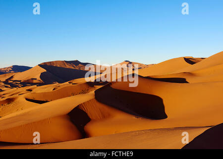 China, Inner Mongolia, Badain Jaran desert, Gobi desert - Stock Photo