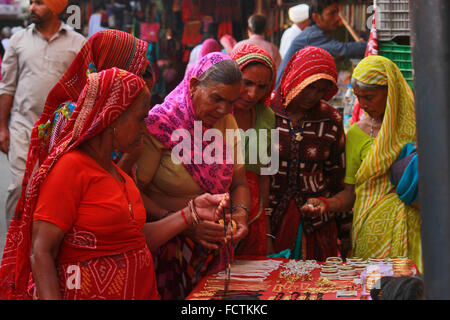 Rajasthani women shopping at the Pushkar annual camel fair. Ajmer, Rajasthan, India - Stock Photo