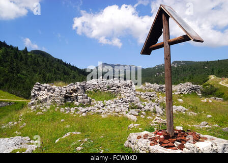 WWI, Asiago Plateau. Austro-Hungarian war cemetery along the  Erzherzog Eugen Strasse. The Erzherzog Eugen Strasse - Stock Photo