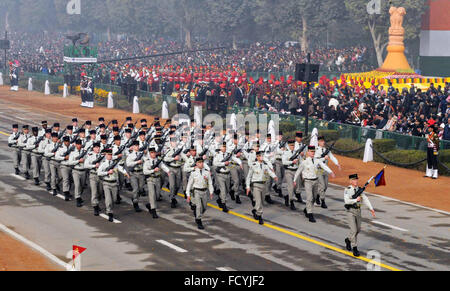 New Delhi, India. 26th January, 2016. Members of the French Army parade down Rajpath during the annual Republic - Stock Photo