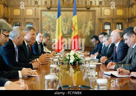 Bucharest, Romania. 26th Jan, 2016. Visiting Moldovan Prime Minister Pavel Filip (2nd R) meets with Romanian President - Stock Photo