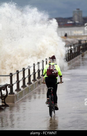 New Brighton, Birkenhead, Liverpool, UK. 26th January 2016.  High waves crash against the sea defences on Birkenhead - Stock Photo