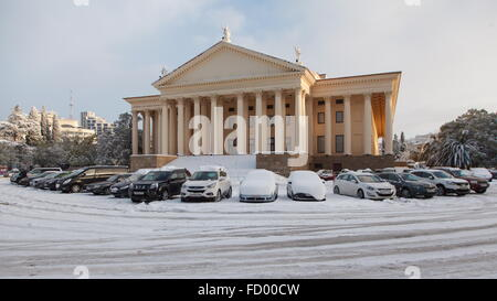Sochi, Russia. 26th Jan, 2016. Snow-covered cars parked by the Winter Theatre in central Sochi after a heavy snowfall. - Stock Photo