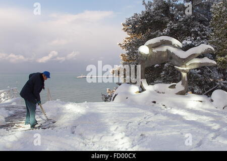 Sochi, Russia. 26th Jan, 2016. A man clearing snow off a path after a heavy snowfall. Credit:  Artur Lebedev/TASS/Alamy - Stock Photo
