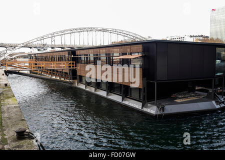 Seine river paris france floating pool josephine baker for Floating swimming pool paris