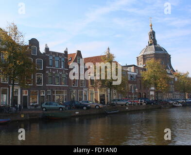 Medieval Oude Vest canal in the historical centre of Leiden, The Netherlands. 17th Marekerk church on the right - Stock Photo