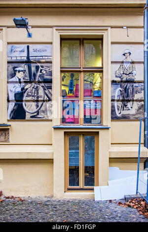 Berlin Fahrrad station bicycle shop with period artwork on outside wall - Stock Photo