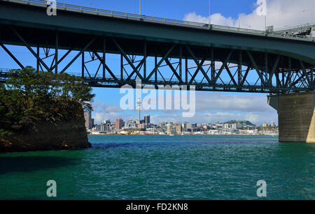 Auckland Harbour Bridge .New Zealand's 2nd-longest road bridge, stretching just over 1km, with bungee jumping facility. - Stock Photo