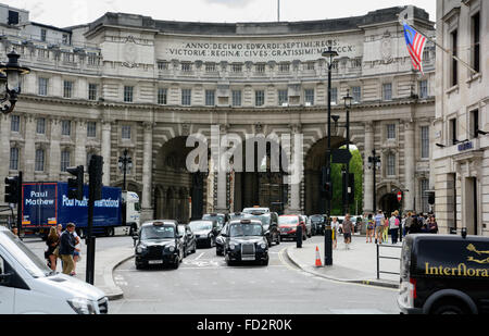 Cars on The Mall and under the Admiralty Arch, Trafalgar Square, London, England - Stock Photo