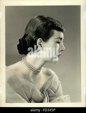 1956 - The Evening Bang: For long hair dressed in the sophisticated style worn for formal evening wear. It is drawn - Stock Photo